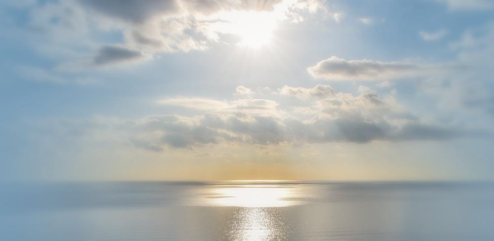 All'offerta di Cristo si uniscono non soltanto i membri che sono ancora sulla terra, ma anche quelli che si trovano giànella gloria del cielo